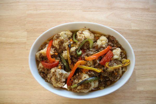 Lekkeressen - Blumenkohl mit Kalbshack aus dem Ofen mit frischem Gemüse