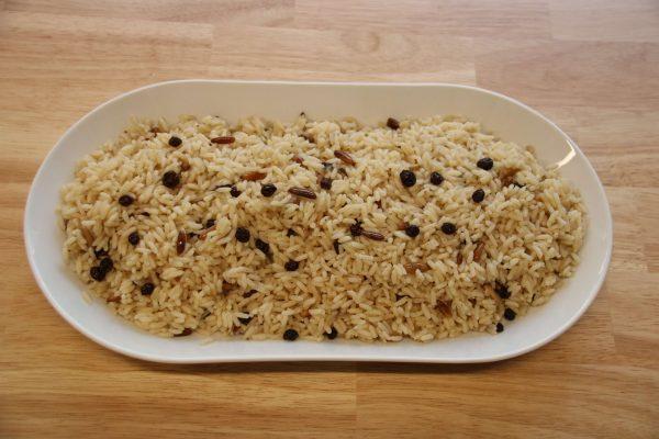 Lekkeressen - İç Pilav: Reis mit Pinienkernen und Korinthen